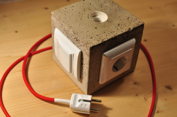 Final result of my concrete lamp with switch and power outlet